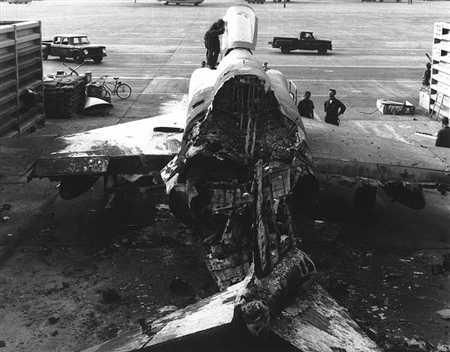 Máy bay F-4C bị đặc công tiêu diệt tại sân bay