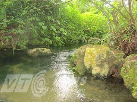 Suối Cô Tiên, mùa đông nước rất ấm nên còn gọi là Vó Ấm