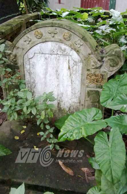 Một ngôi mộ Tàu ở nghĩa địa trên đường Hoàng Hoa Thám
