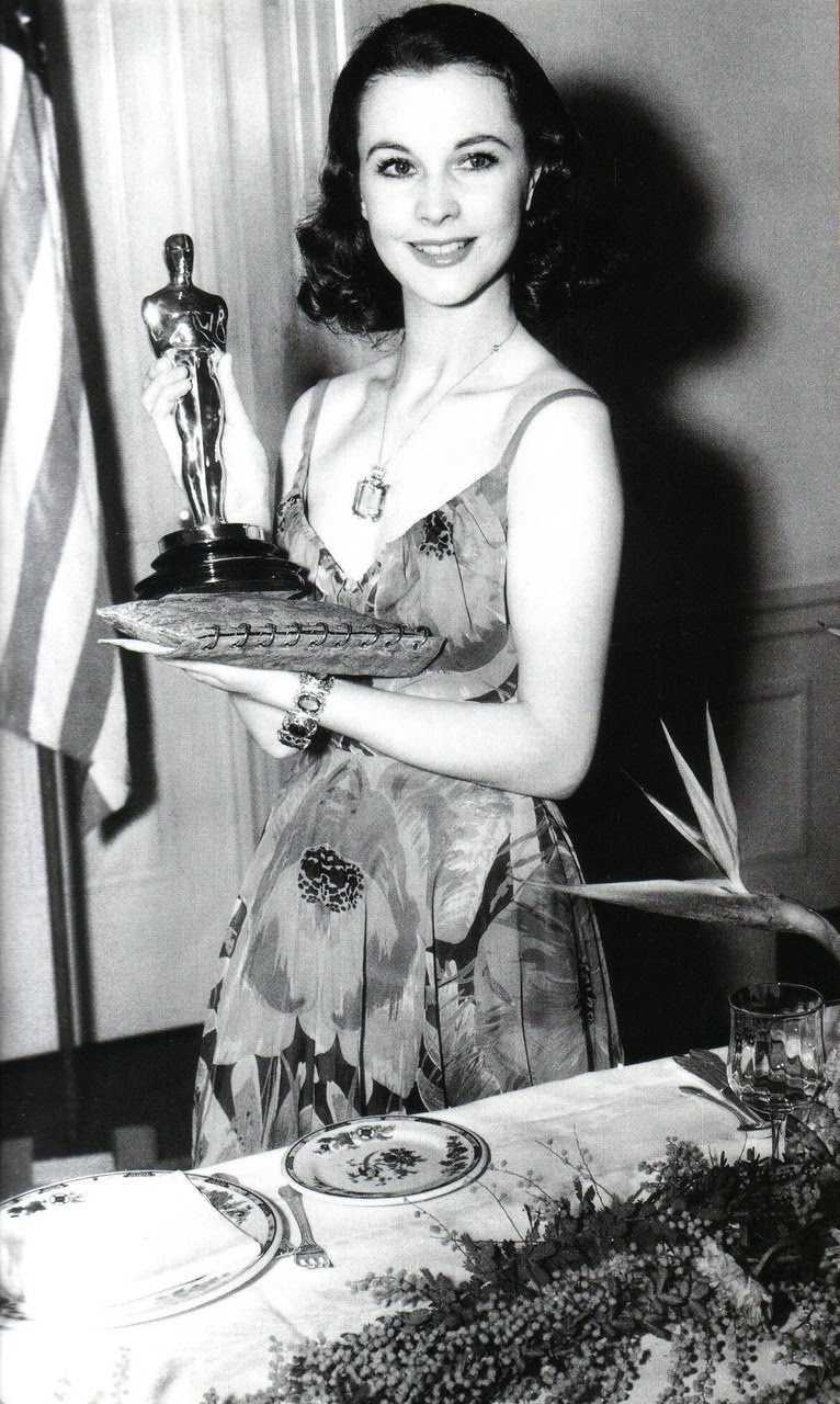 Vivien nhận tượng vàng Oscar đầu tiên trong sự nghiệp.