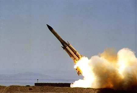 Một tên lửa đơn của S-200 rời bệ phóng