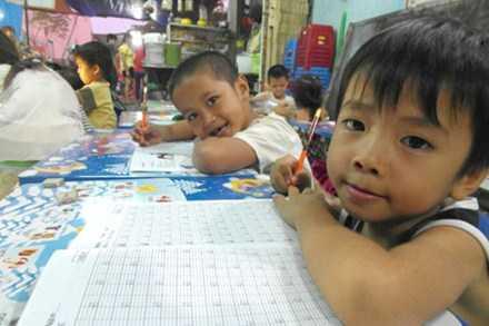 Lớp học của những đứa trẻ nghèo.