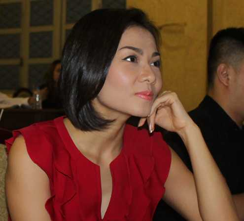 Ca sĩ Thu Minh xin lỗi vì ăn mặc phản cảm tại hội nghị lấy ý kiến về chấn chỉnh quản lý nghệ thuật biểu diễn và trình diễn thời trang tổ chức tại Sở VHTTDL TP.HCM ngày 18/6/2012.