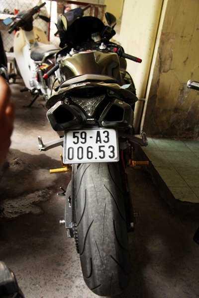 Chiến mô tô phân khối lớn (loại mô tô 998cc) vẫn đang được CSGT Chợ Lớn tạm giữ để điều tra