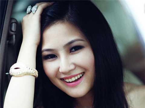 Hương Tràm, quán quân Giọng hát Việt 2012 cũng chưa gây được ấn tượng mạnh sau khi rời khỏi cuộc thi.