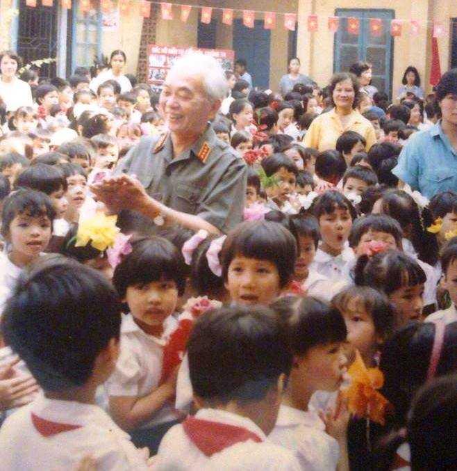 Đại tướng Võ Nguyên Giáp đến dự khai giảng tại nơi ngôi trường người cháu Võ Hoài Nam học tập