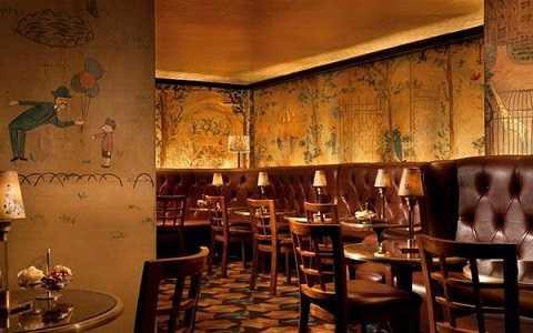 Không gian gợi nhớ thời thơ ấu tại quán bar Bemelmans thuộc khách sạn Carlyle, New York, Mỹ