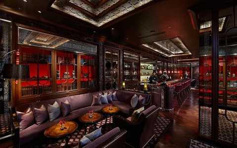 Quán bar Library tại cung điện Leela, New Delhi, Ấn Độ sở hữu bộ sưu tập whisky đặc biệt