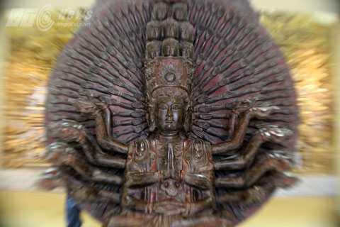 Tượng Phật thiên thủ thiên nhãn bằng gỗ thế kỷ XIX