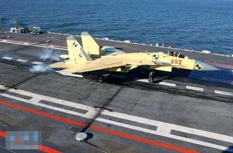 J-15 hạ cánh thành công trên tàu sân bay Liêu Ninh