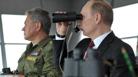 Tổng thống Nga Putin và Bộ trưởng Quốc phòng Sergei Shoigu