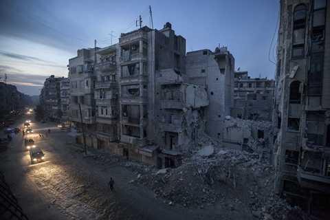 Một góc khu vực gần thành phố Aleppo bị đạn bom tàn phá