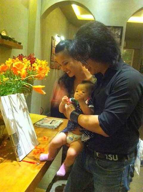 BB Phạm hạnh phúc và tự hào về con gái bên cạnh Dustin Nguyễn.