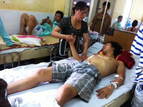 Anh Đỗ Xuân Toản đang được cấp cứu tại Bệnh viện Đa khoa tỉnh Bình Phước