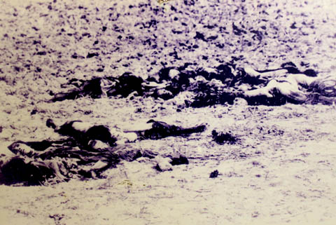 Xác người dân vô tội do Pol Pot giết hại ở cánh đồng Ba Chúc
