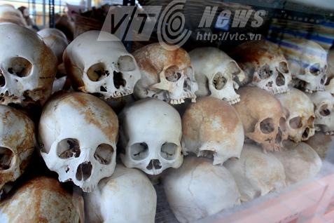 Những hộp sọ trong nhà mồ