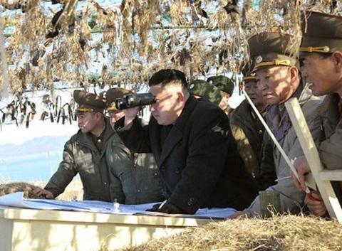 Nhà lãnh đạo Kim Jong-un thị sát quân đội Triều Tiên tập trận - Ảnh: KCNA