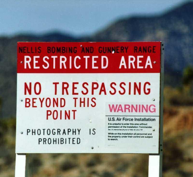 Biển cấm ở Vùng 51, sa mạc Nevada, Mỹ