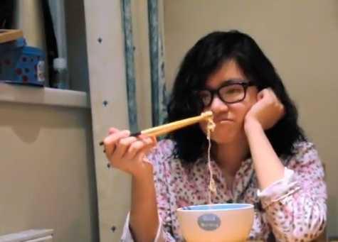 Thường xuyên phải ăn mỳ tôm!