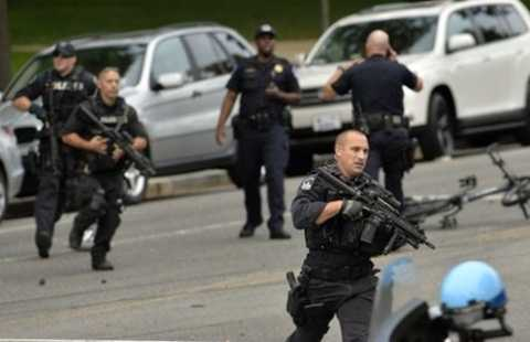 Cuộc rượt đuổi bên ngoài toà nhà Quốc hội Mỹ