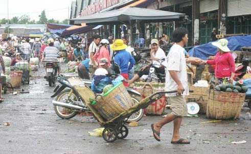 Các khu chợ thu hút nhiều sinh viên đến làm việc