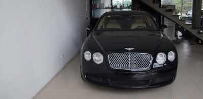 Siêu xe tầm cỡ Bentley Continentar Flying Spur cũng có mặt trong bộ sưu tập của Cường Luxury. Được đặt cho biệt danh