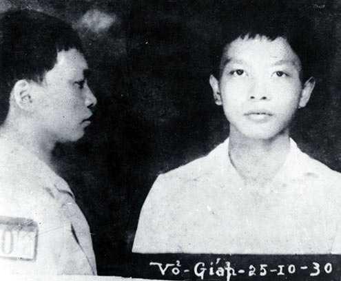 Đại tướng Võ Nguyên Giáp sinh ngày 25/8/1911ở lànglàng An Xá, xã Lộc Thủy, huyện Lệ Thủy,tỉnh Quảng Bình,trong một gia đình nhà Nho.Năm 1930, khi mới 19 tuổi, trong sự kiện Xô Viết Nghệ Tĩnh, Võ Nguyên Giáp bị bắt và giam ở nhà lao Thừa Phủ (Huế).