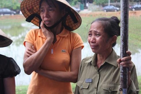 Người dân Thanh Văn chứng kiến cũng không cầm được nước mắt.