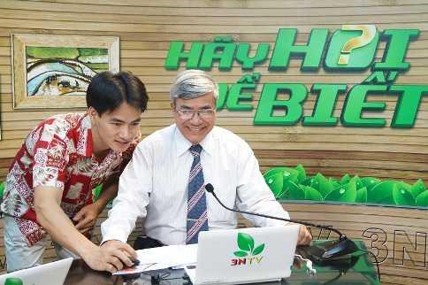 """Danh hài Xuân Bắc/MC Thảo Vân trong vai trò   MC của chương trình trực tiếp """"Hãy hỏi để biết"""" phát sóng 5 ngày/tuần   trên Kênh VTC16 nhằm trả lời mọi thắc mắc của nông dân trong đó có vấn   đề học nghề."""