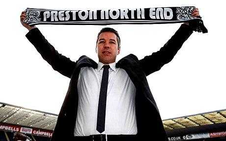 Con trai Sir Alex, Darren Ferguson lúc mới đến Preston.
