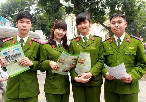 Điểm chuẩn 6 trường công an năm 2013 tăng mạnh (Ảnh: Phạm Thịnh)