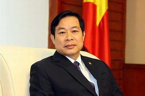 Bộ trưởng Nguyễn Bắc Son tặng học bổng cho 2 thủ khoa nghèo Học viện Công nghệ Bưu chính viễn thông
