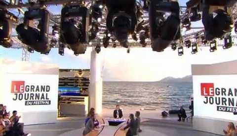 Sân khấu diễn ra chương trình.