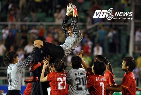 Thủ thành Kiều Trinh đã giữ sạch mành lưới ở 3 trận vòng loại, trong khi các đồng đội trên hàng công ghi tới 24 bàn. (Ảnh: VSI)