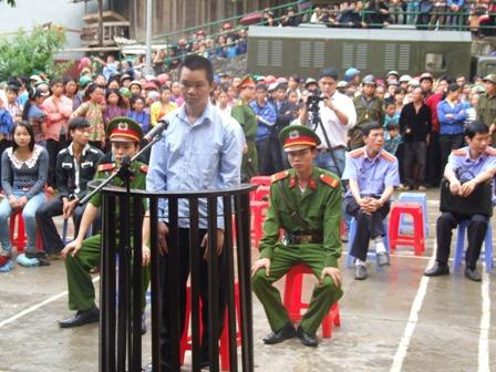 Phiên tòa xét xử Lý Văn Sinh.