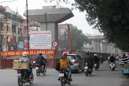 Sau hơn 1 năm thi công, tiến độ của dự án đường sắt đô thị Hà Nội, tuyến số 2A Cát Linh - Hà Đông vẫn chậm.