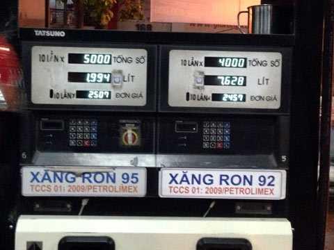 Xăng chính thức tăng giá thêm 460 đồng/lít lên mức 24.570 đồng/lít.