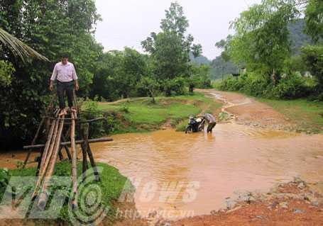 Suối Cô Tiên trong xanh trở nên đục ngầu sau cơn mưa