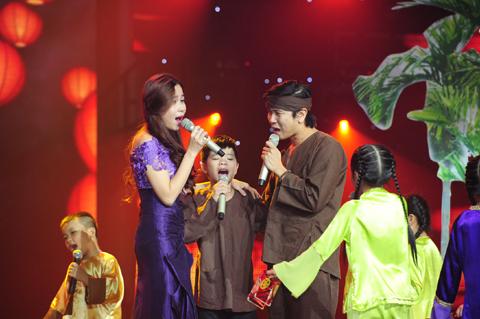 Quang Anh và 2 HLV tạo thành một gia đình nhỏ chia xa, được đoàn tụ rất xúc động.