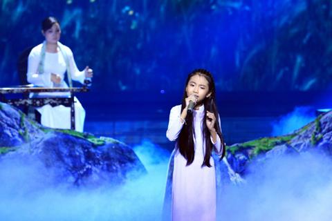 Phương Mỹ Chi đã có cách xử lý ca khúc Lòng mẹ rất riêng nhưng chưa hấp dẫn trong liveshow 2.