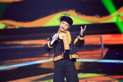 Cậu bé Quang Anh từng tỏa sáng với ca khúc Chiếc khăn Piêu sẽ trình diễn một ca khúc của nhạc sỹ Trần Tiến từng được biết đến qua giọng ca Trần Thu Hà.