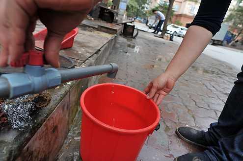 Lãnh đạo thành phố Hà Nội liên tục nhận được phản ánh của người dân tại một số khu vực trên địa bàn về tình trạng không có nước sạch sinh hoạt. (Ảnh: Internet)