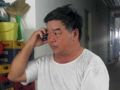 Ông Ba Nhiều (gần 60 tuổi) thường xuyên nhận các cuộc gọi cầu cứu gần 20 năm nay.