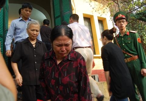 Người dân không cầm được nước mắt khi vào viếng Đại tướng.