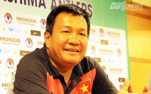 HLV Hoàng Văn Phúc hài lòng với kết quả hòa 2-2 (Ảnh: Thành Phạm)