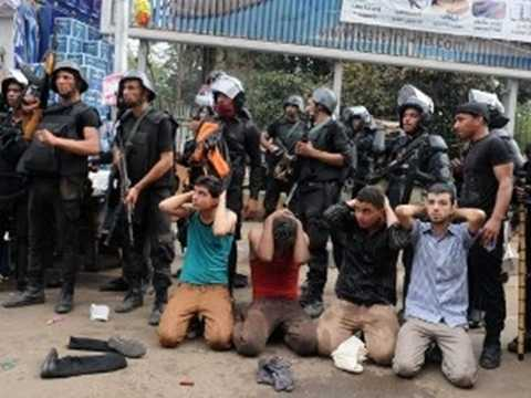 Lực lượng an ninh bắt giữ những người biểu tình ủng hộ Tổng thống bị lật đổ Morsi