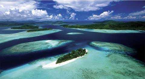 Quần đảo Solomon gồm hàng ngàn hòn đảo nhỏ, từng biệt lập với thế giới trong suốt hàng ngàn năm cho đến khi bị người Anh xâm chiếm vào cuối thế kỷ 19.