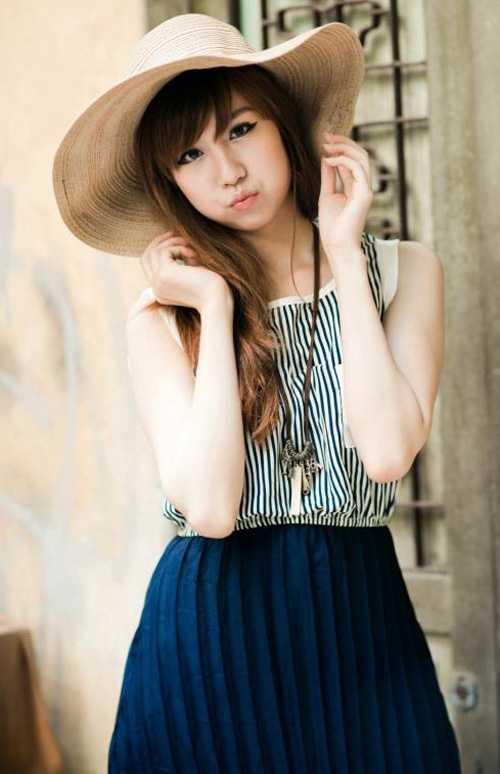 Mới thuở nhỏ còn ngồi trong lòng mẹ, giờ Min đã là một thiếu nữ xinh đẹp trong nhóm nhảy cover nhạc Hàn Quốc nổi tiếng châu Á.
