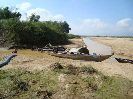 Các dòng sông thương nguồn khô cạn đáy khiến Đà Nẵng