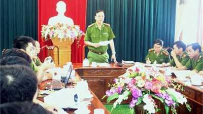 Đại tá Bùi Đình Quang, Phó giám đốc Công an Hà Tĩnh, Trưởng Ban chuyên án công bố quyết định khởi tố vụ án. (Ảnh: Internet)